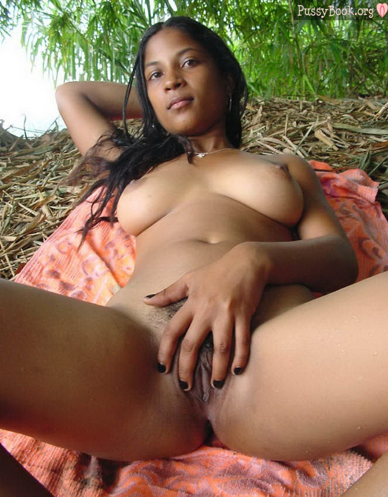 naked-sri-lankan-country-girl-outdoors