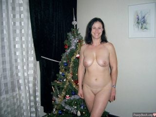 naked-wife-posing-with-christmas-tree