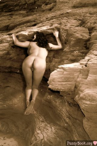 nude-ass-girl-outdoor-on-a-clif