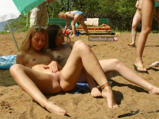 nude-beach-girls