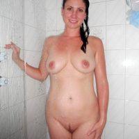 nude-caucasian-woman-showering