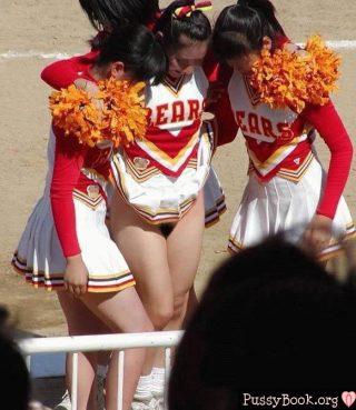 nude-cheerleader-pussy-upskirt