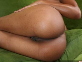 nude-ebony-booty