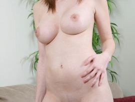 nude-housewife-in-the-living-room