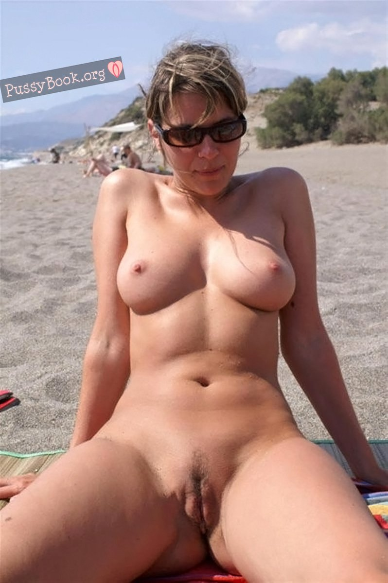 nudist-woman-shows-off