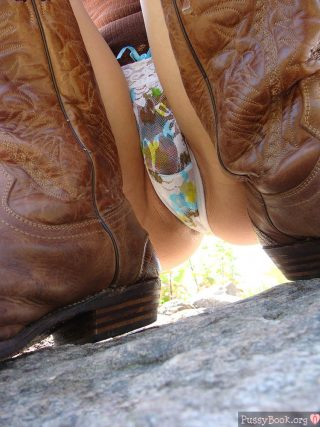 panties-pussy-and-boots