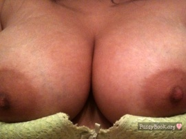 pears-breasts-out-of-bra