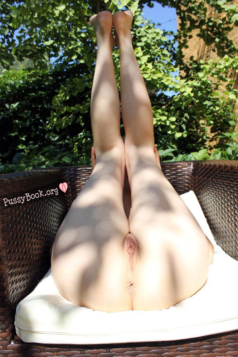 pretty-legs-up-garden-armchair