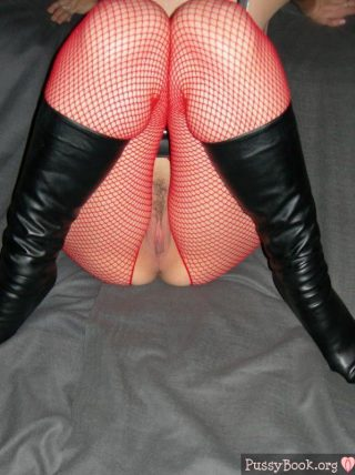 prostitute-pussy-private-photo-red-stockings-black-boots