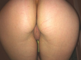 pussy-peek-buttocks-bent-over