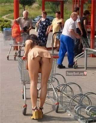 pussy-upskirt-in-public-at-mall