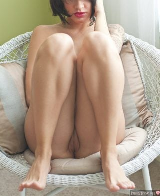 red-lips-girl-pussy-on-a-chair-between-feet