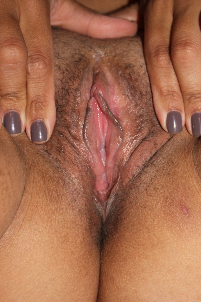 spreading-mature-pussy-with-small-labia