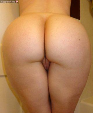 standing-white-butt-vulva-peek