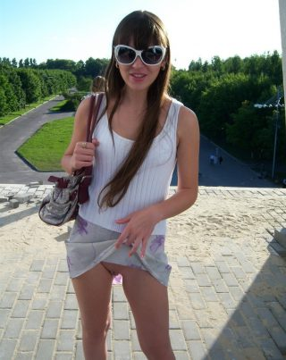 teen-girl-fashing-pussy-outdoors