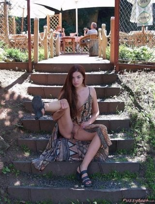 teen girl no panties public