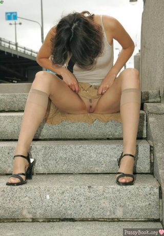 vulva-flashing-in-the-city