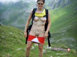 woman-flashing-pussy-and-tits-on-mountain